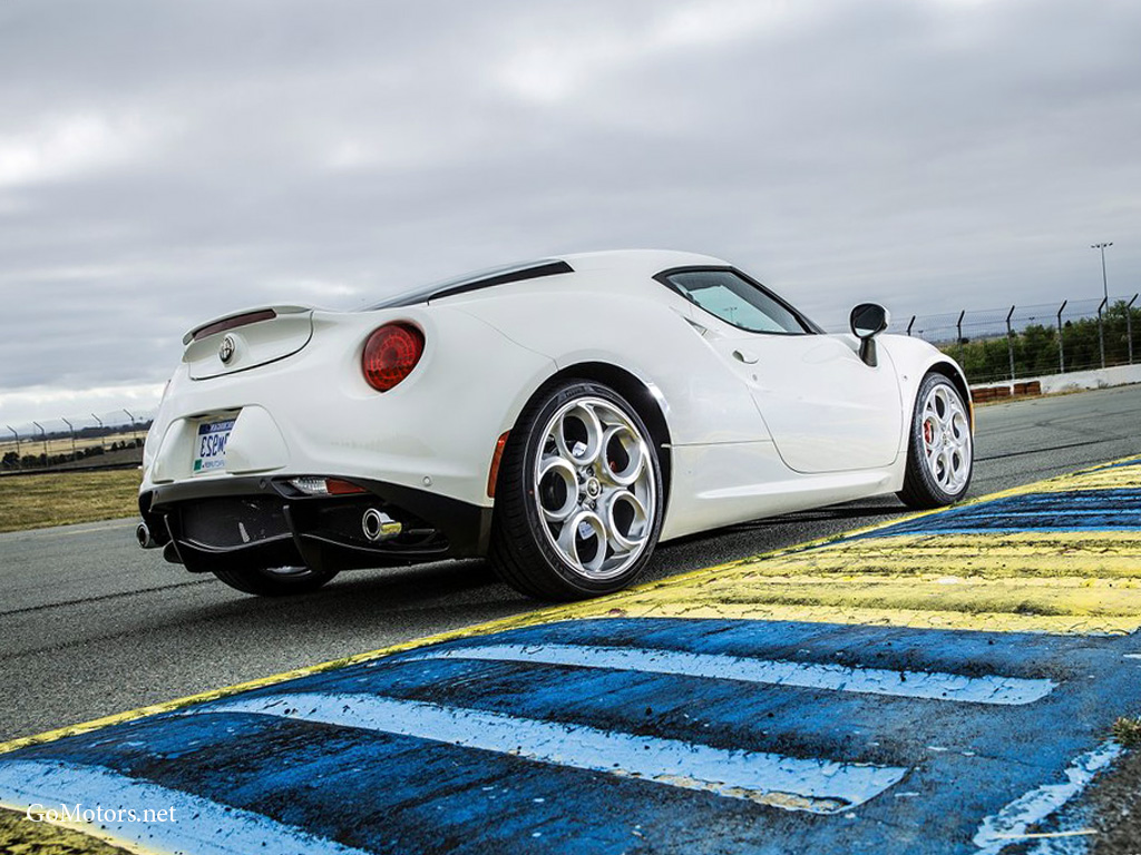 Alfa Romeo 4C Coupe US-Version 2015