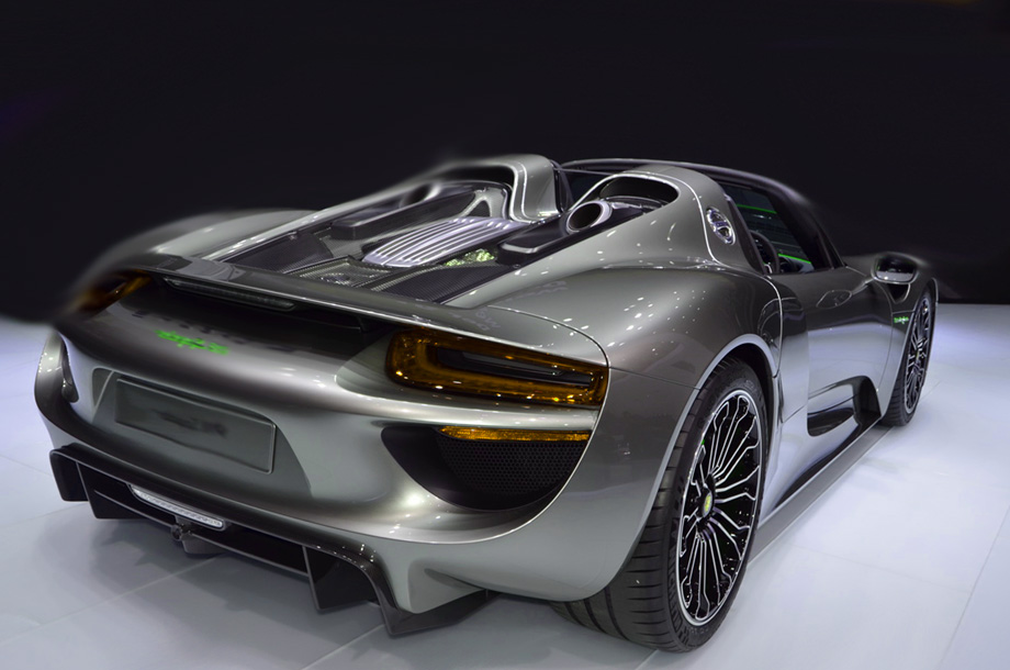 porsche 918 spyder driven is it better than a bugatti. Black Bedroom Furniture Sets. Home Design Ideas