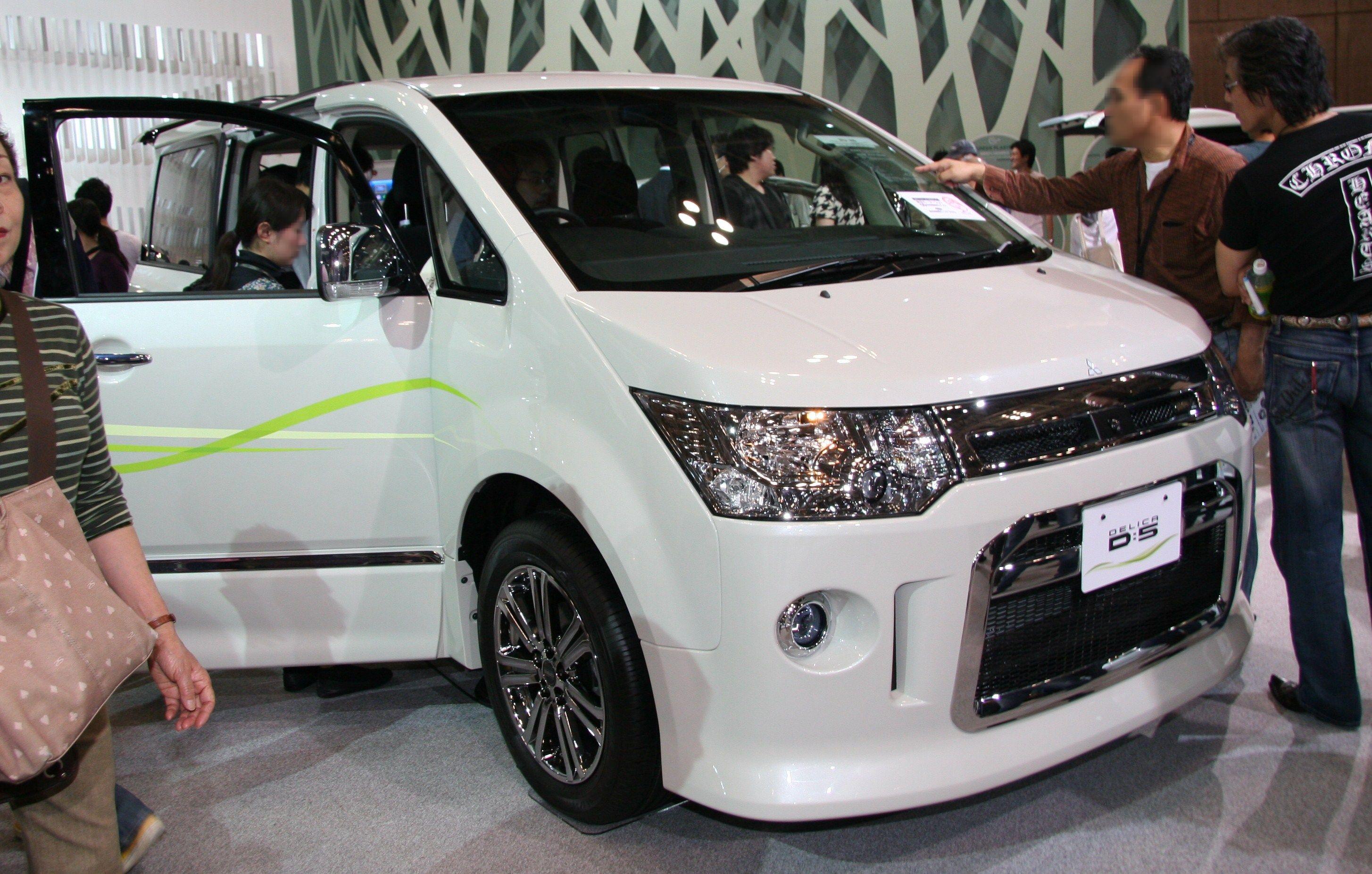 Mitsubishi Delica D5 Picture 9 Reviews News Specs