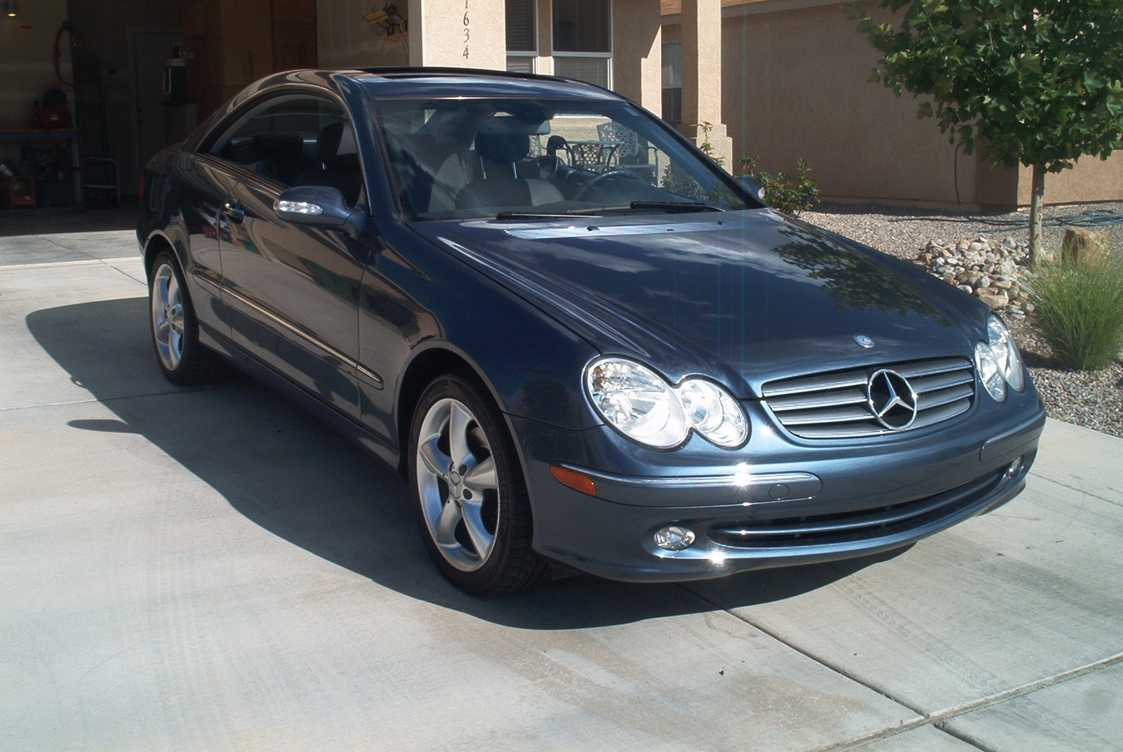 Mercedes benz clk 320 coupe photos reviews news specs for 320 mercedes benz