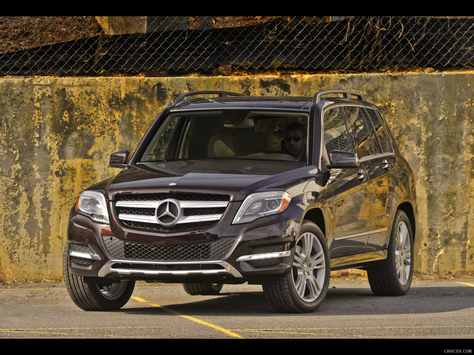 Mercedes benz glk 350 4matic photos reviews news specs for Mercedes benz glk 350 review