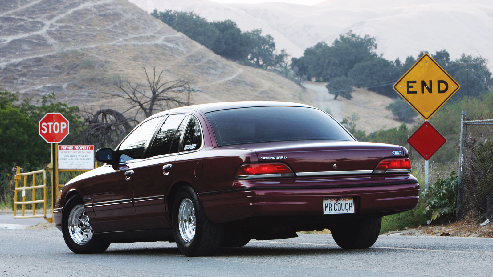 2012 ford crown victoria specs