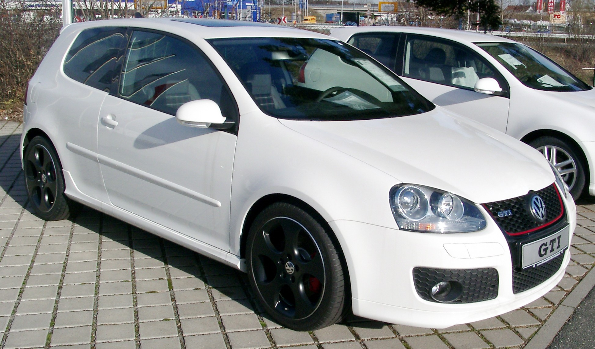 volkswagen golf v gti photos reviews news specs buy car. Black Bedroom Furniture Sets. Home Design Ideas