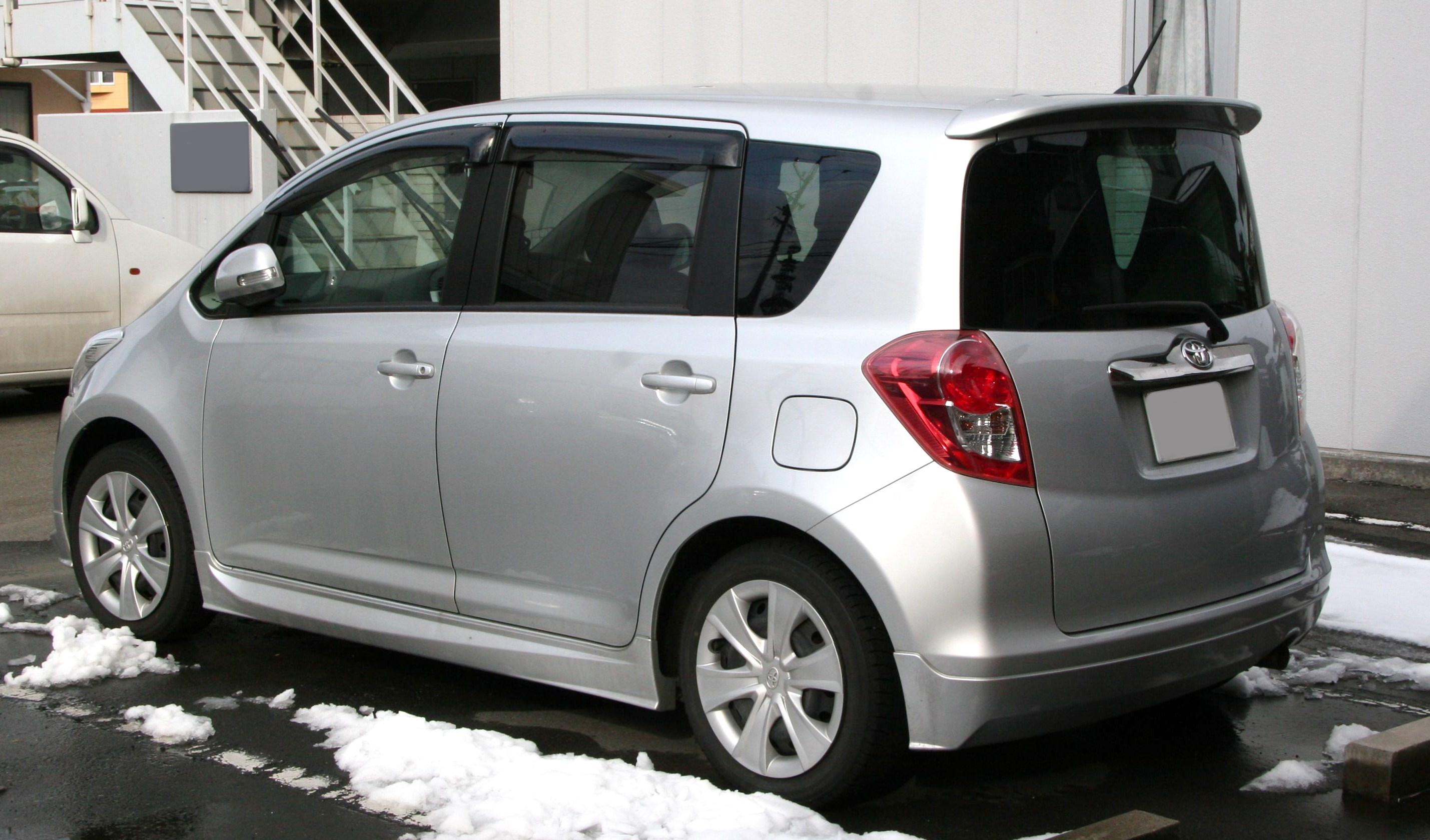 Toyota Ractis Picture 10 Reviews News Specs Buy Car