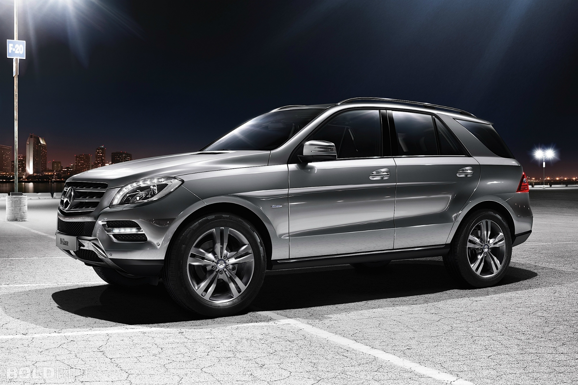 mercedes benz ml 500 4matic photos reviews news specs buy car. Black Bedroom Furniture Sets. Home Design Ideas