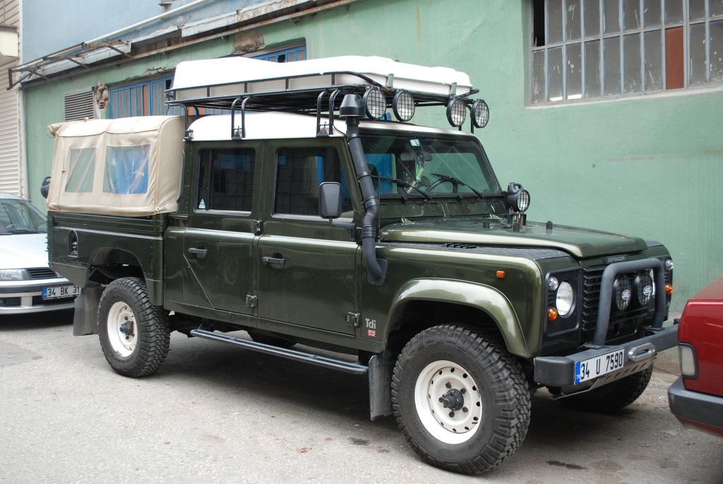 Land Rover Defender 130 Pick Up Photos Reviews News