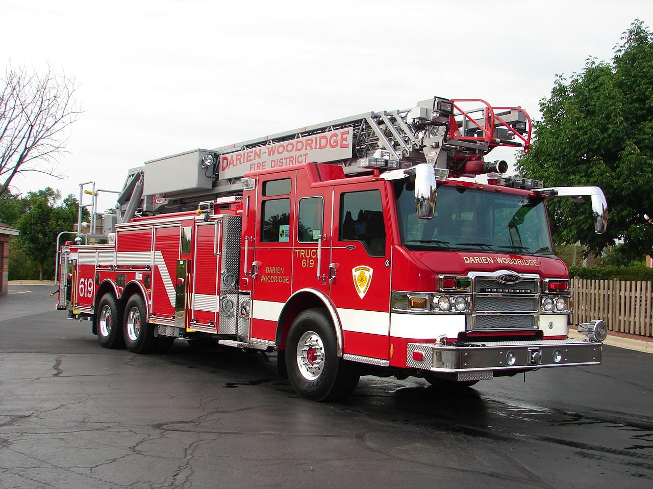 Whats Good For General Motors >> Pierce Ladder truck: Photos, Reviews, News, Specs, Buy car
