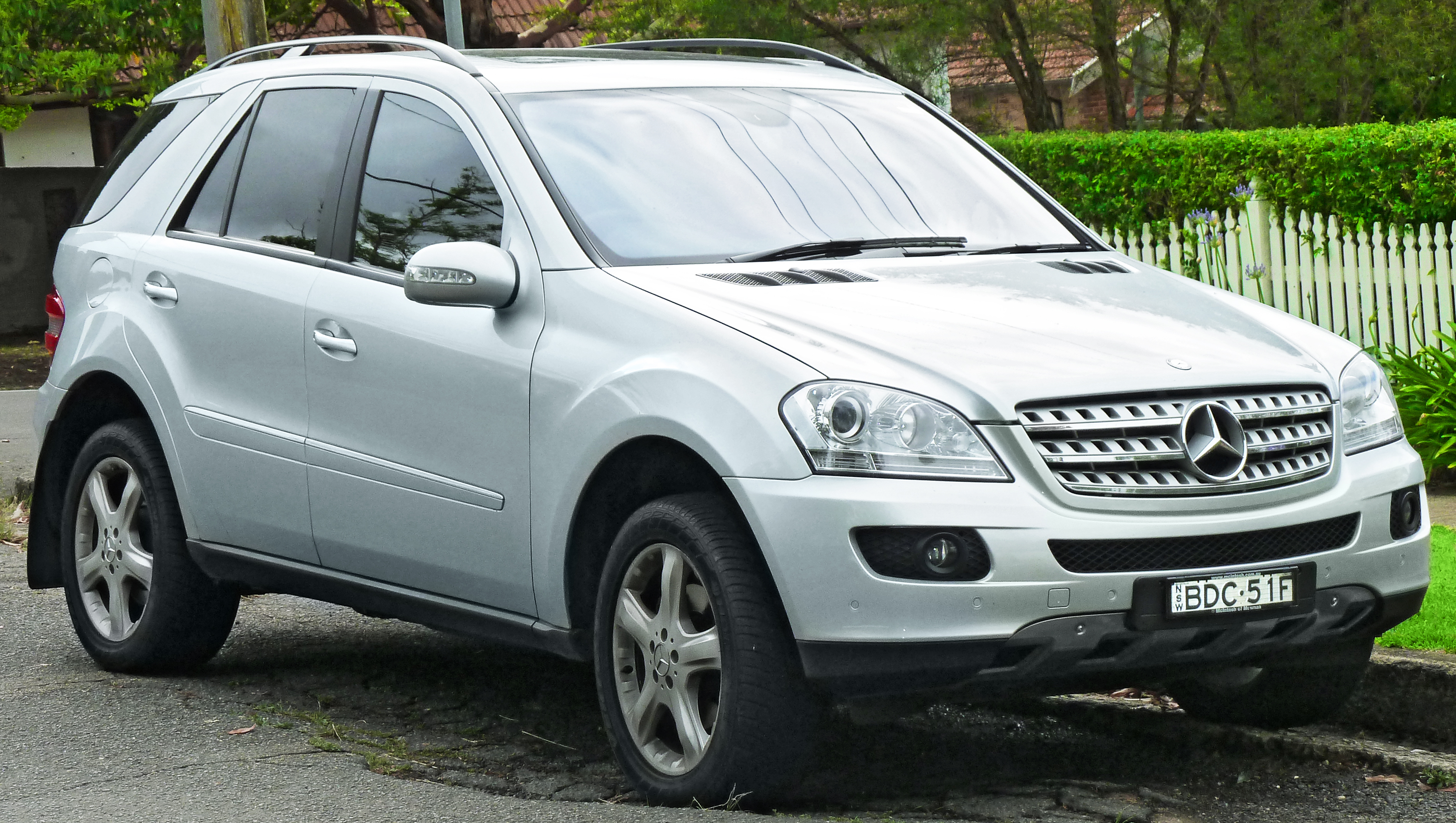 mercedes benz ml 320 cdi photos reviews news specs. Black Bedroom Furniture Sets. Home Design Ideas