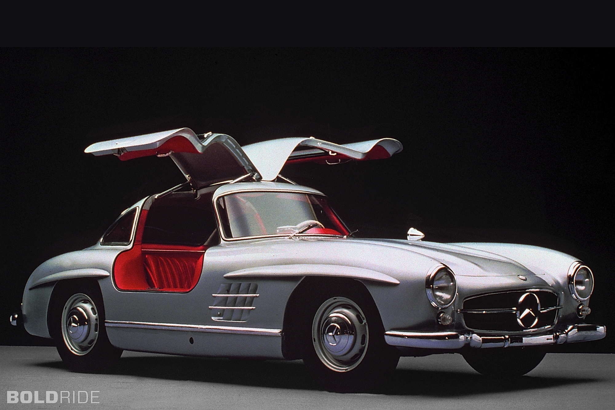 Mercedes benz 300 sl gullwing photos reviews news for Mercedes benz glowing star