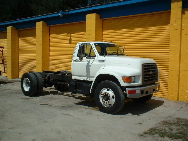 1995 Ford F800 Specs