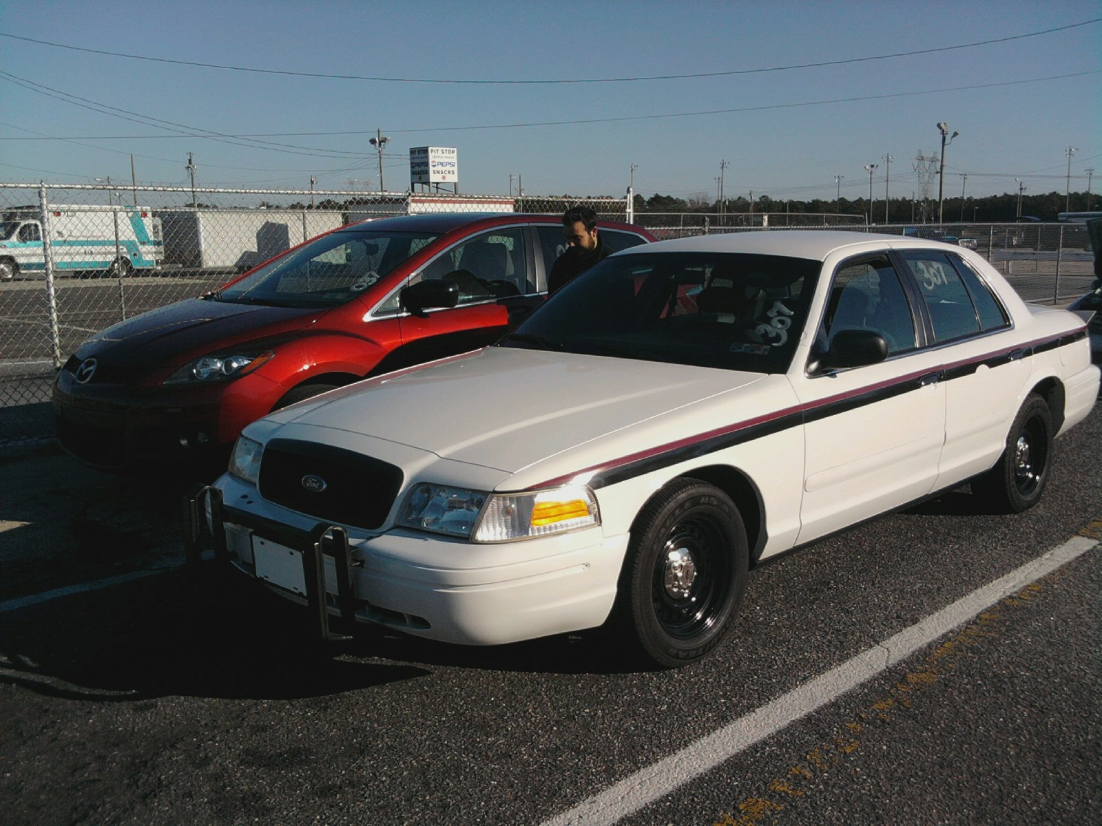 ford crown victoria police interceptor p71 police package picture   5   reviews  news  specs