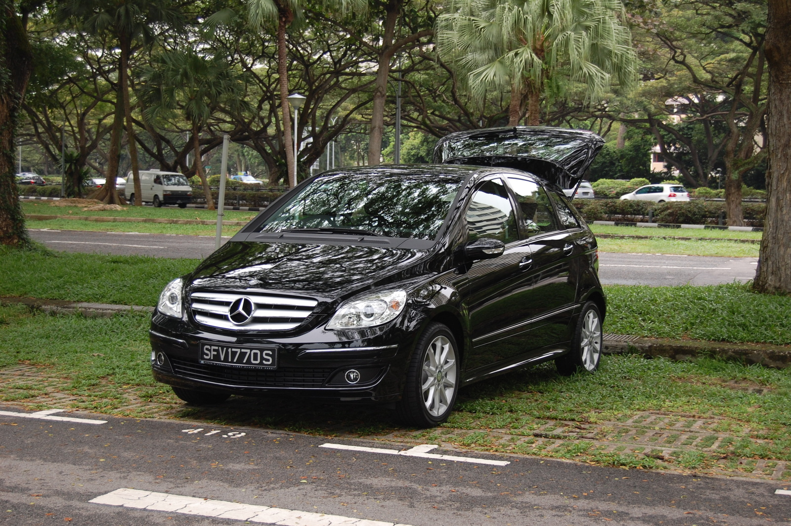 Mercedes benz b170 picture 10 reviews news specs for Mercedes benz c class service b