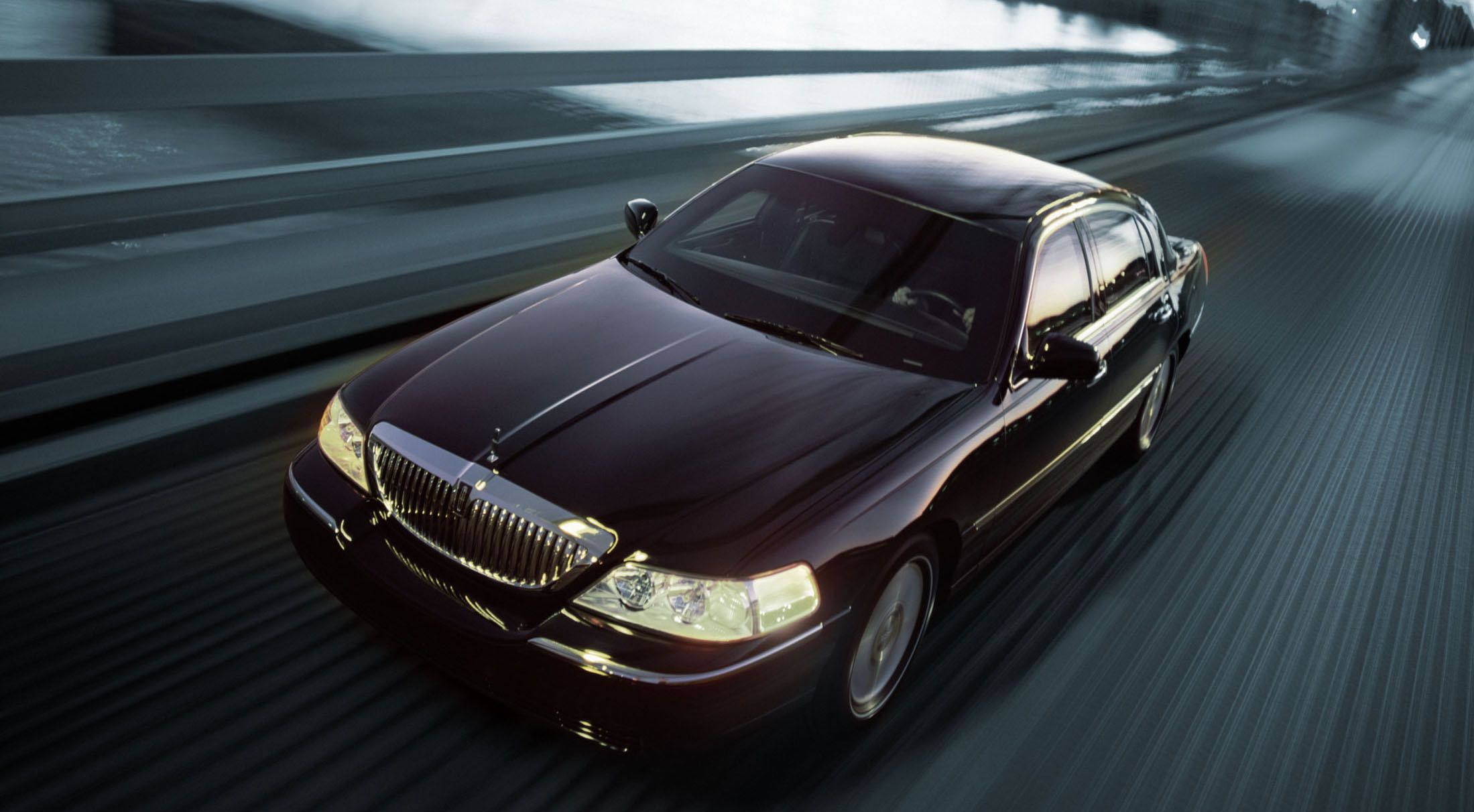 Lincoln Town Car Signature Reviews