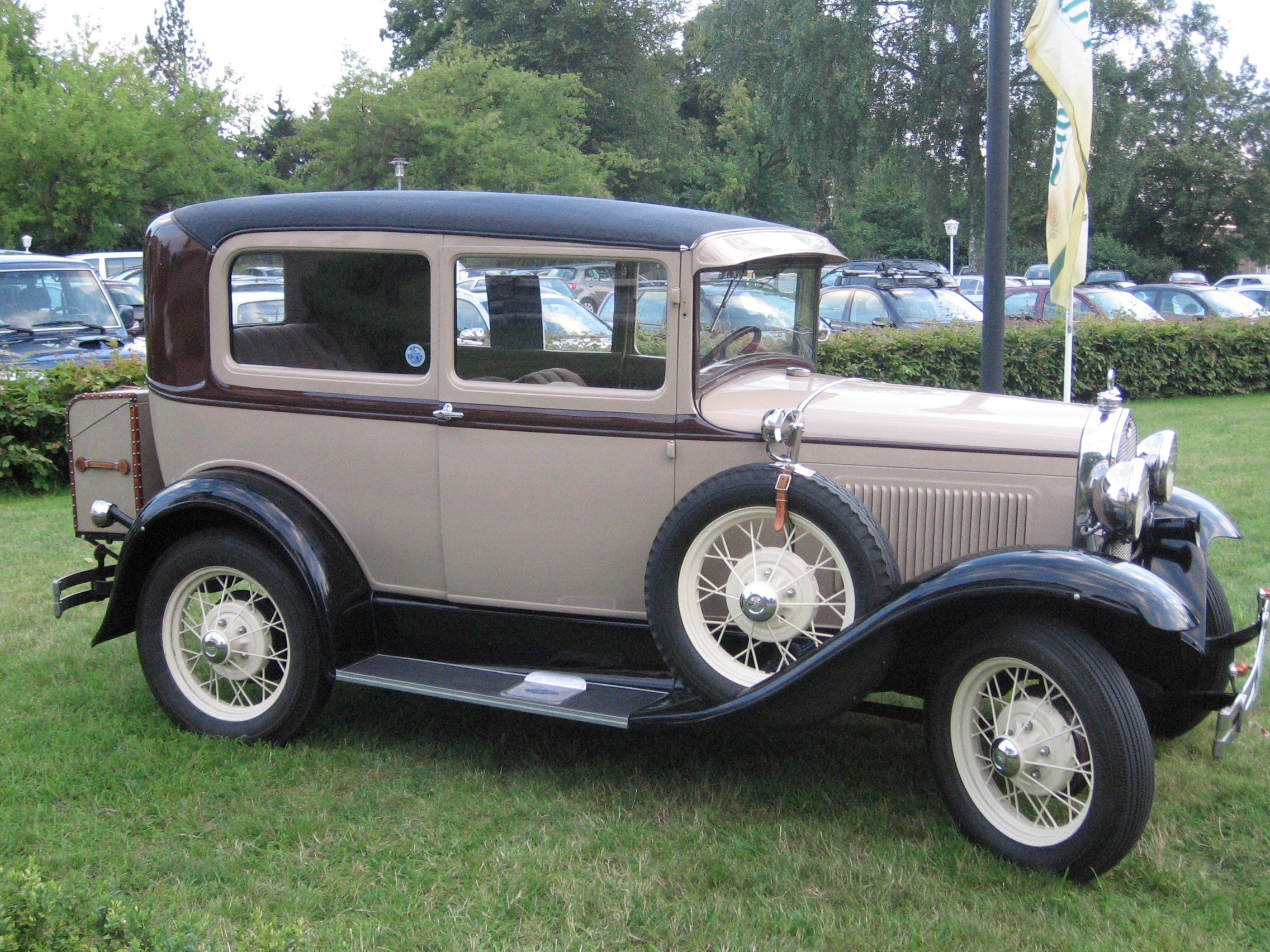 Ford Tudoe Sedan
