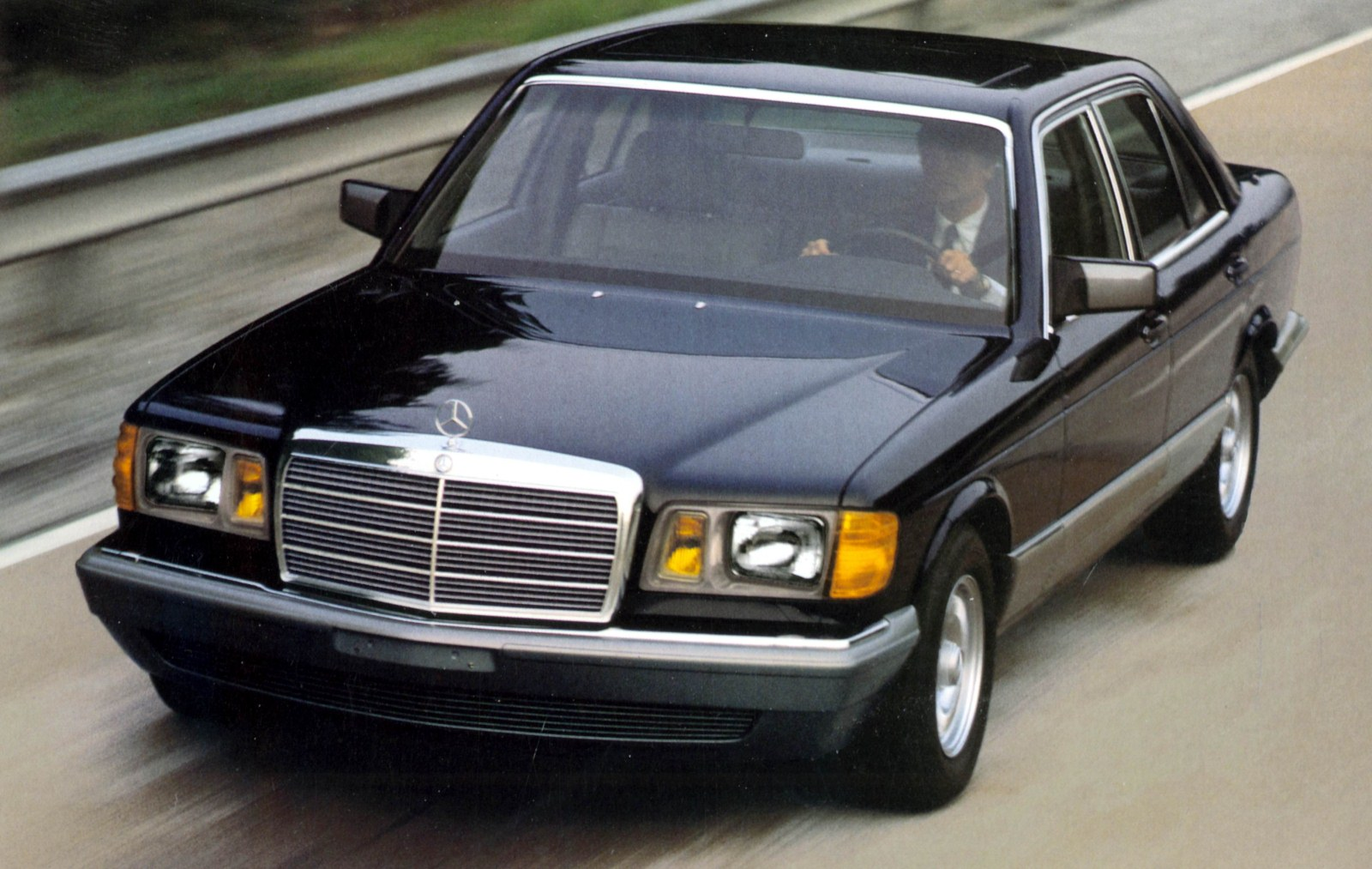 Mercedes benz 300 sd turbodiesel photos reviews news for Mercedes benz glowing star