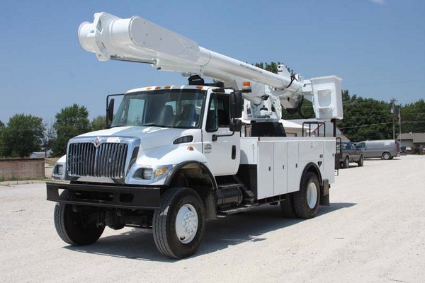 International 7300 dt466 Specs