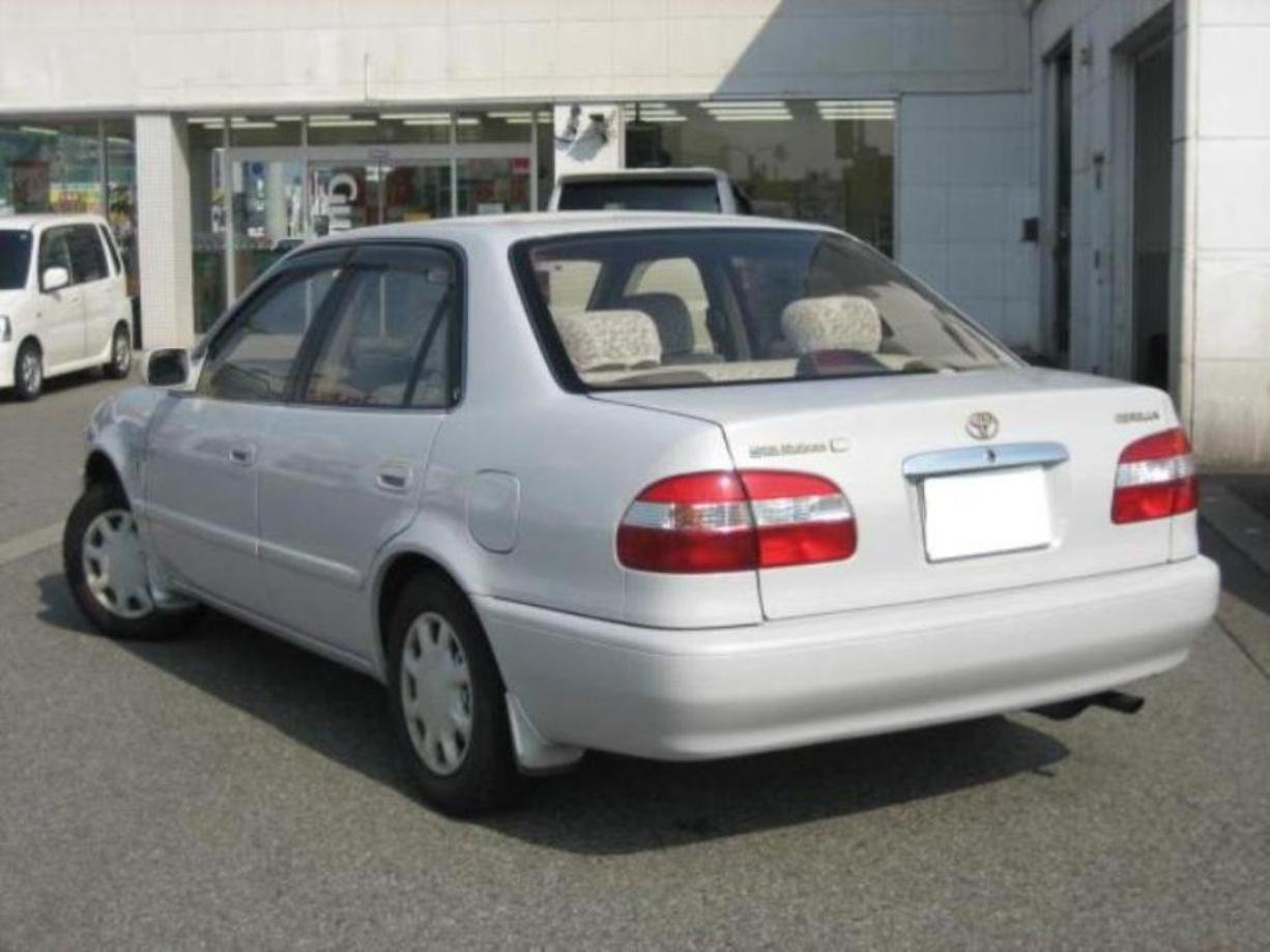 Elegant Toyota Corolla SE Saloon