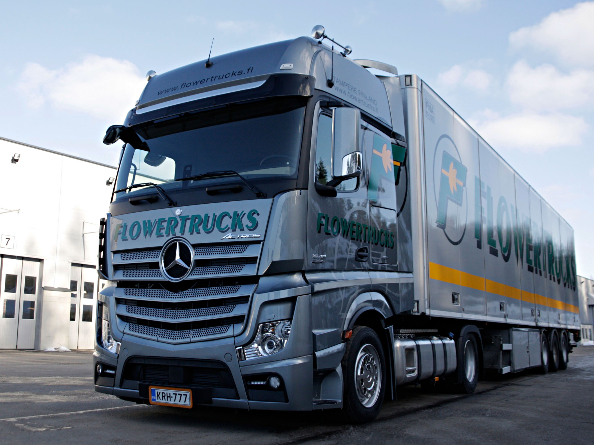 Mercedes benz actros 1848 photos reviews news specs for Mercedes benz astros