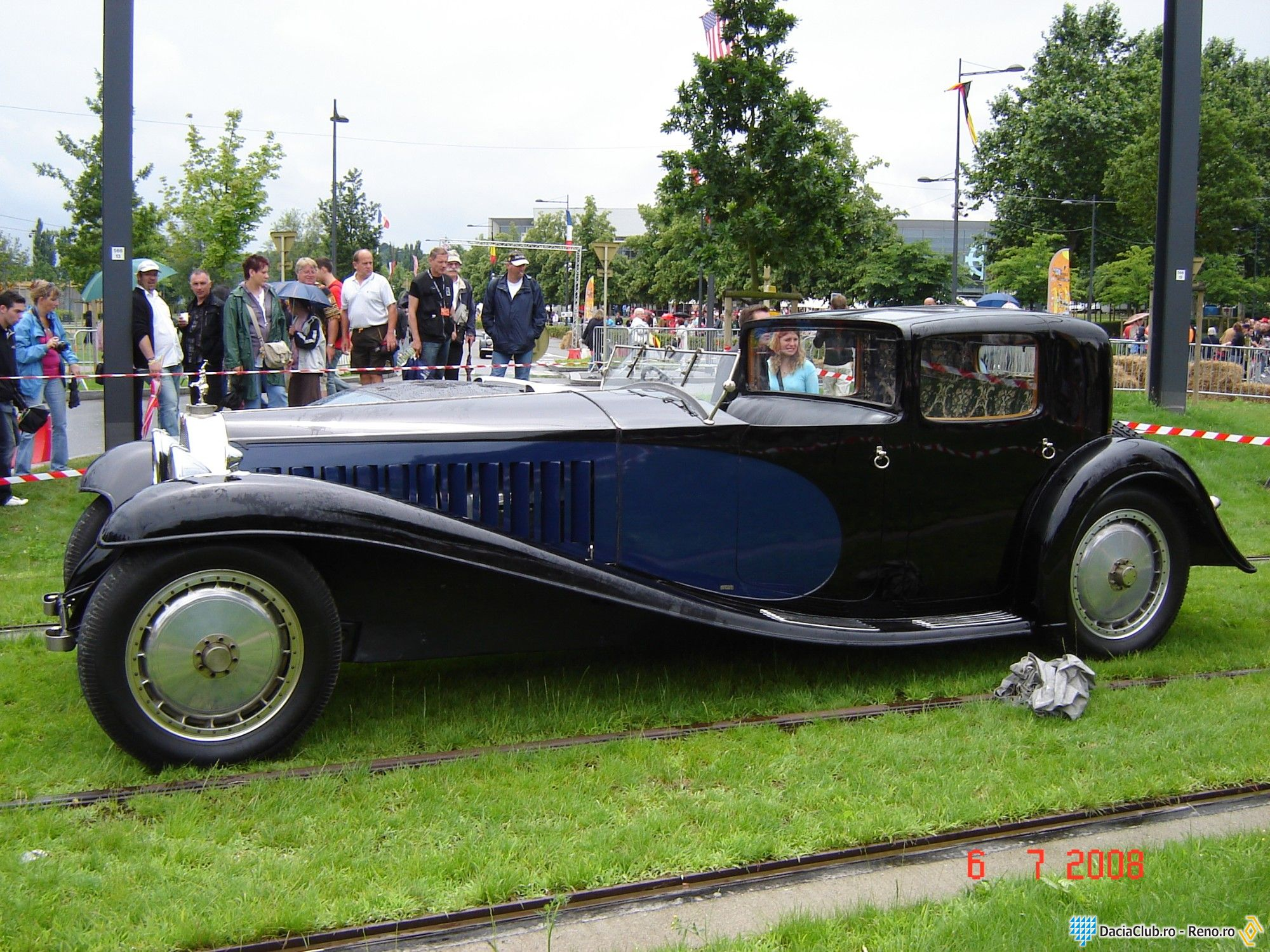 bugatti type 41 royale photos reviews news specs buy car. Black Bedroom Furniture Sets. Home Design Ideas