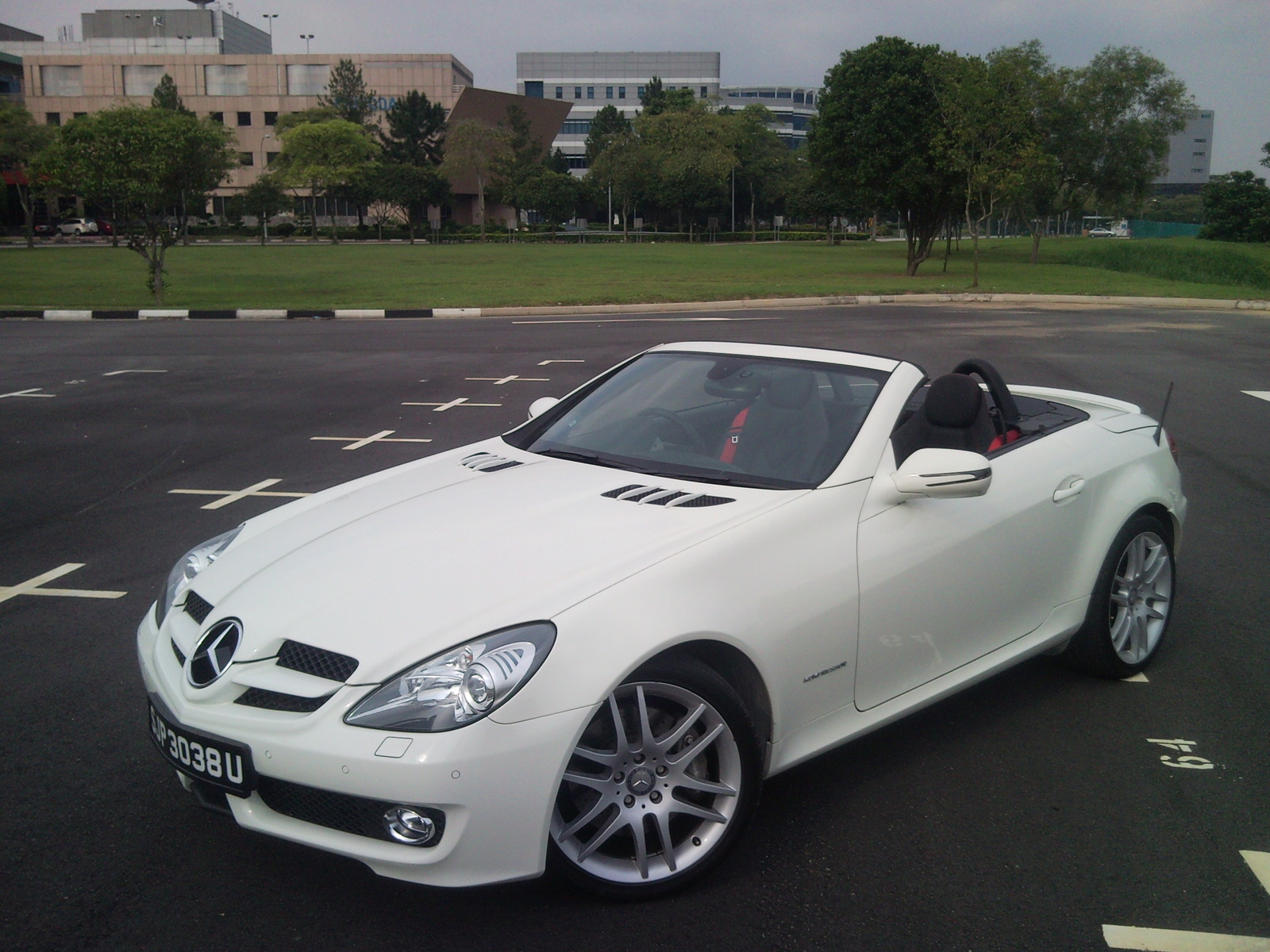 Mercedes benz slk 300 photos reviews news specs buy car for Mercedes benz glowing star