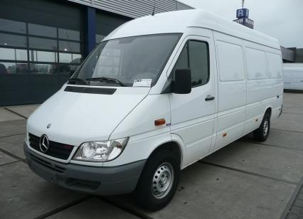 Mercedes benz sprinter 313 cdi photos reviews news for Mercedes benz sprinter 313