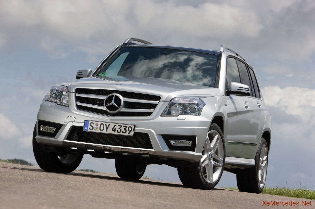 Mercedes benz glk 300 4matic photos reviews news specs for Mercedes benz glowing star