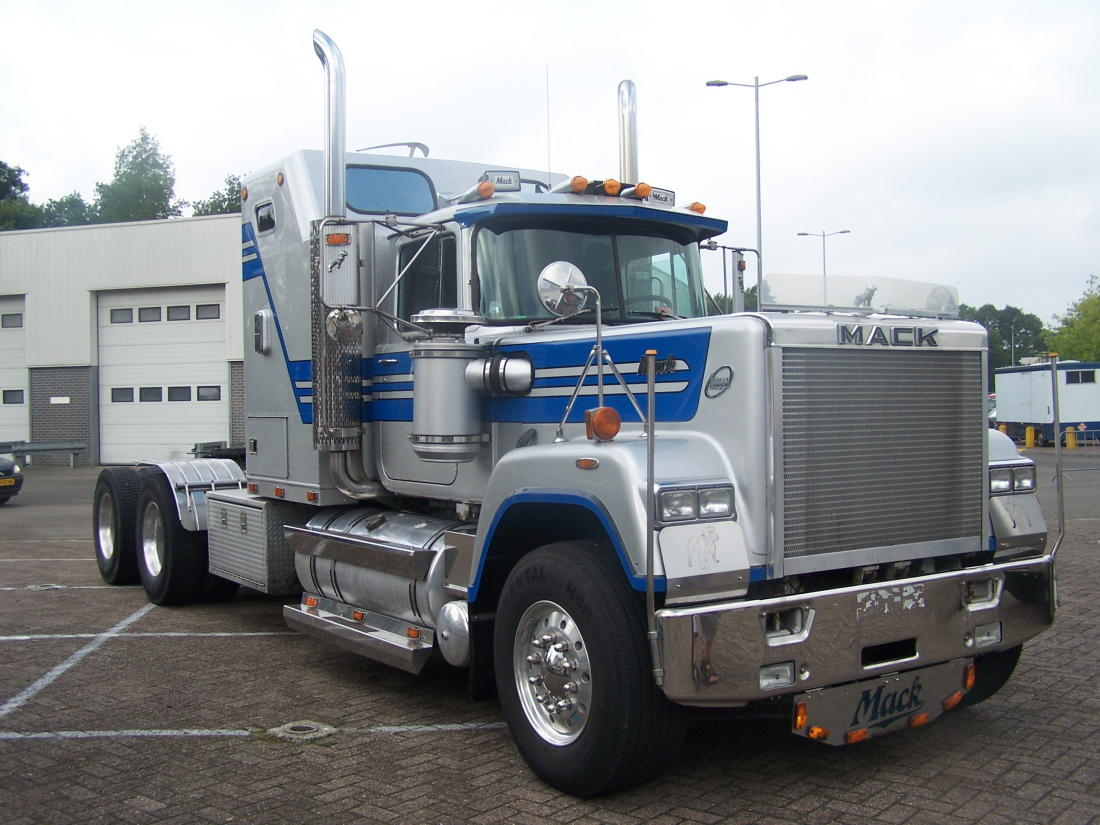 Mack Rw700 Superliner Photos Reviews News Specs Buy Car