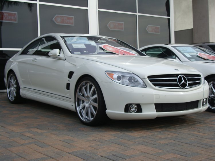 Mercedes benz cl 550 photos reviews news specs buy car for Mercedes benz glowing star