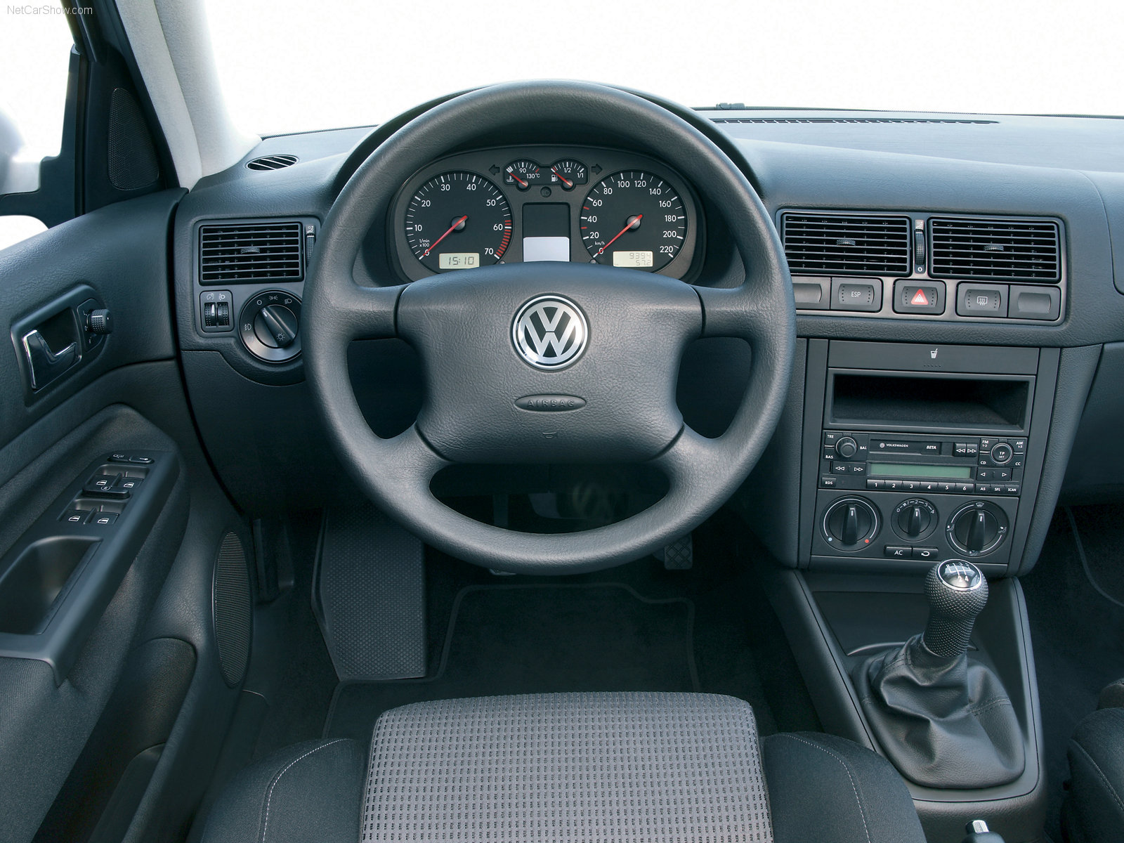Volkswagen golf 4 photos reviews news specs buy car for Accessoire auto interieur