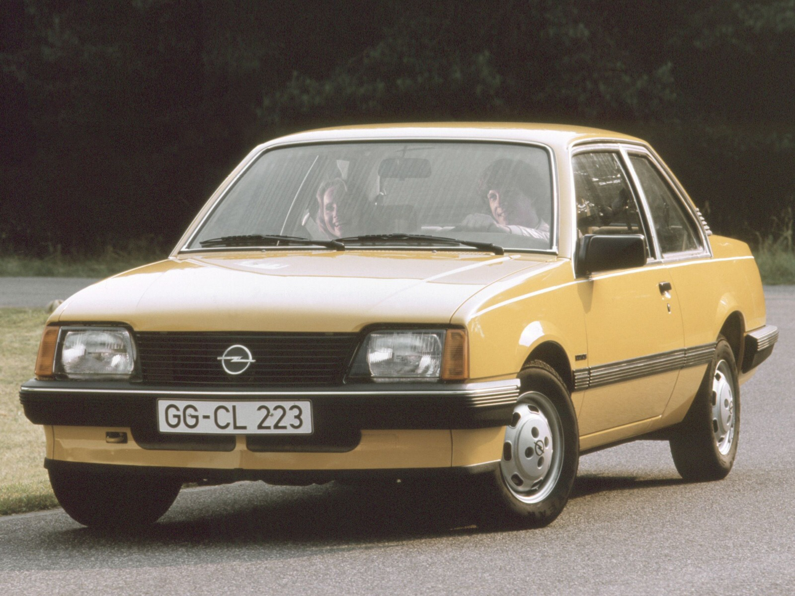 opel ascona c 13s berlina picture 8 reviews news. Black Bedroom Furniture Sets. Home Design Ideas