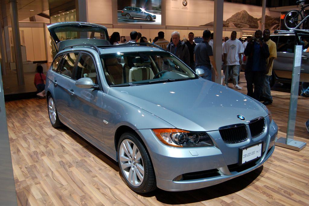 Bmw 325 Xi Photos Reviews News Specs Buy Car