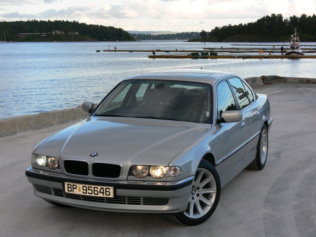 bmw 728i photos news reviews specs car listings. Black Bedroom Furniture Sets. Home Design Ideas