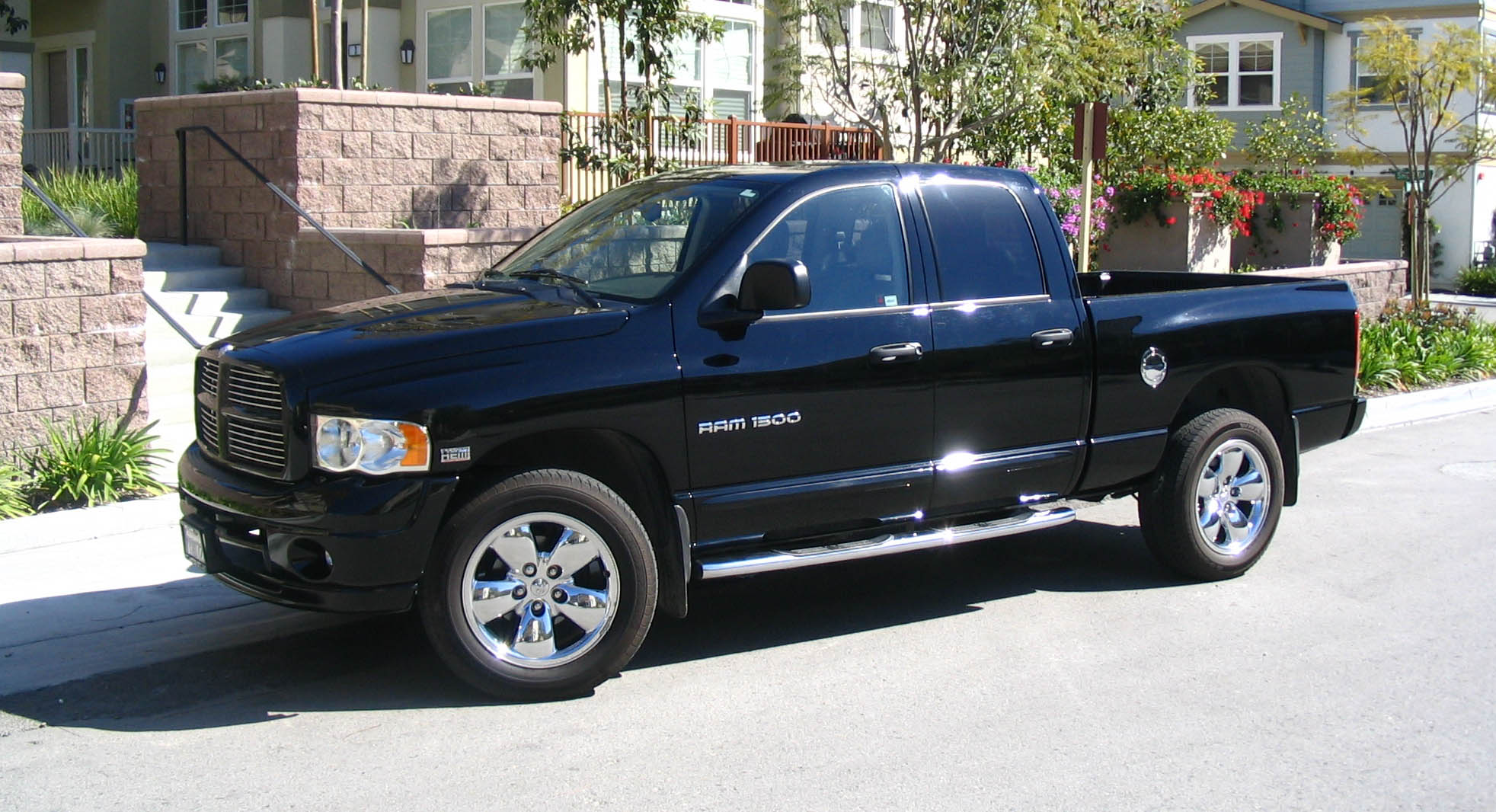 dodge ram 1500 crew cab photos news reviews specs car listings. Black Bedroom Furniture Sets. Home Design Ideas