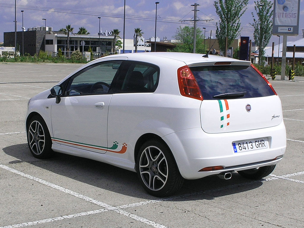 fiat grande punto 14 sport photos news reviews specs car listings. Black Bedroom Furniture Sets. Home Design Ideas