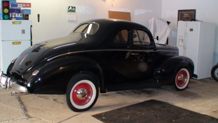 Ford De Luxe business coupe