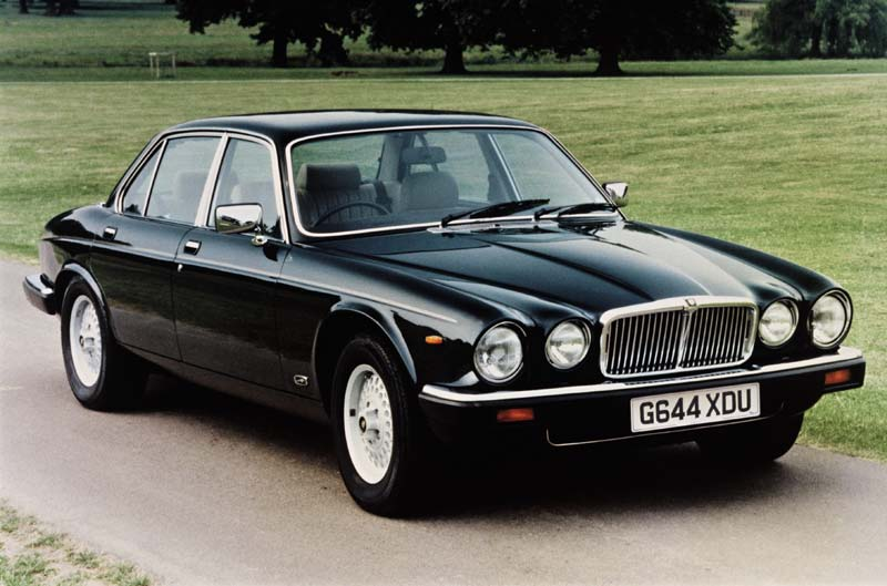 Jaguar Xj6 42 Photos News Reviews Specs Car Listings