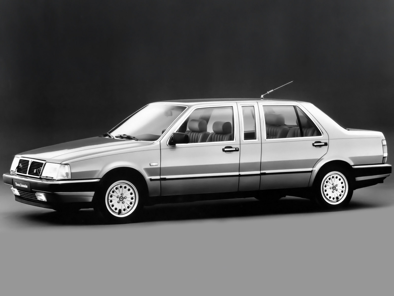 Lancia Thema 20 Photos News Reviews Specs Car Listings