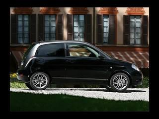Lancia ypsilon momo design photos news reviews specs for Lancia y momo design interni