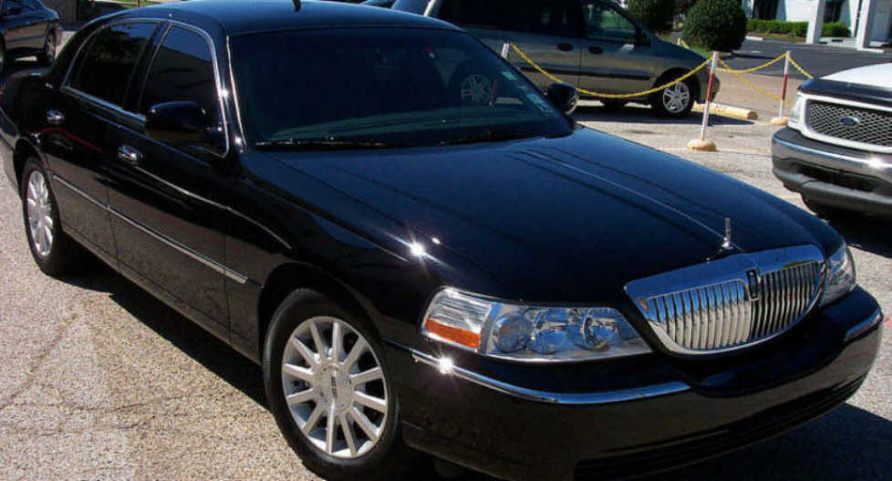 Lincoln Town Car Executive Photos News Reviews Specs