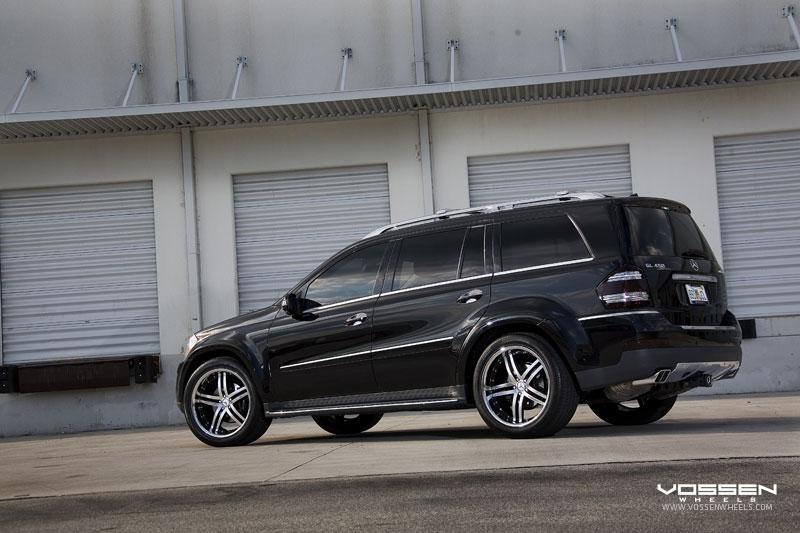 Mercedes benz gl 550 amg 4 matic photos reviews news for 550 amg mercedes benz