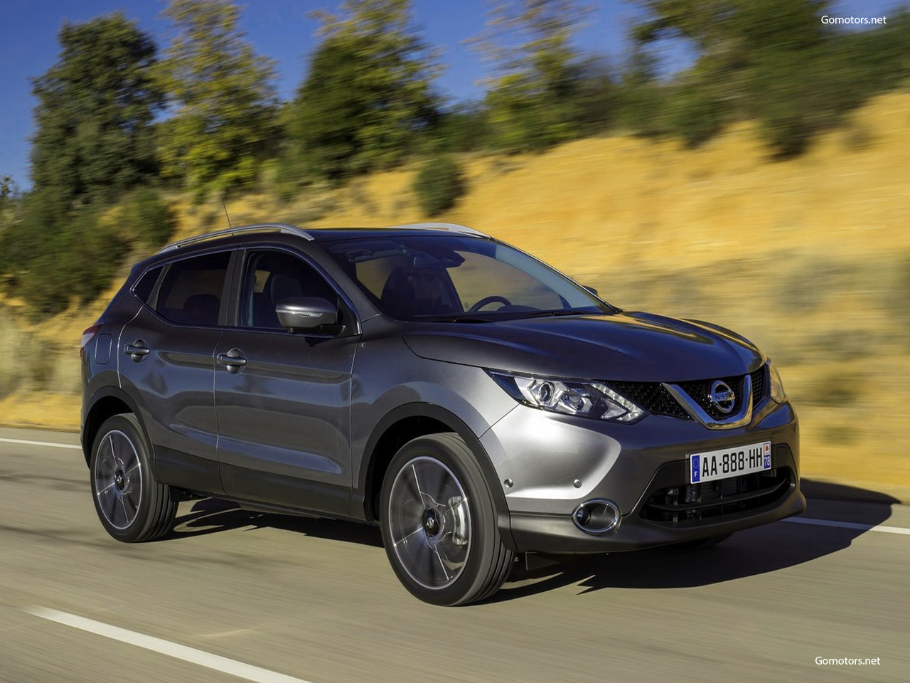 nissan qashqai 2014 photos news reviews specs car listings. Black Bedroom Furniture Sets. Home Design Ideas