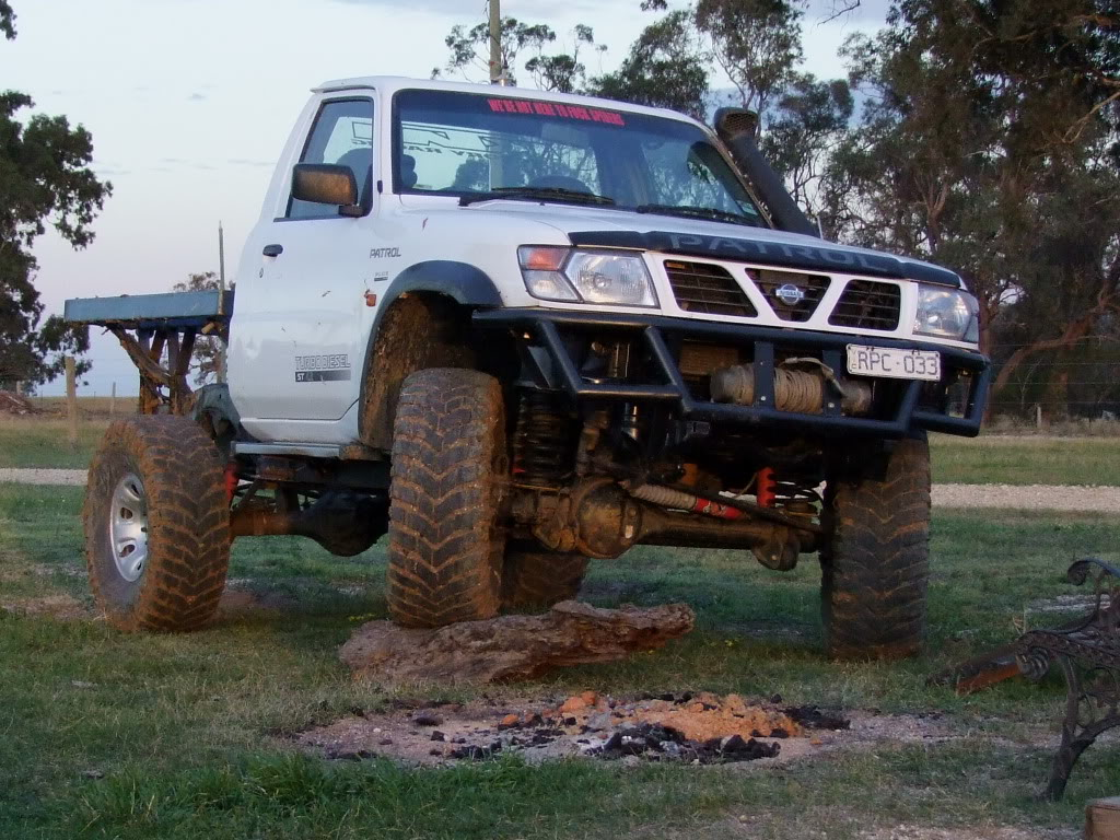 nissan patrol 4x4 ute photos reviews news specs buy car. Black Bedroom Furniture Sets. Home Design Ideas