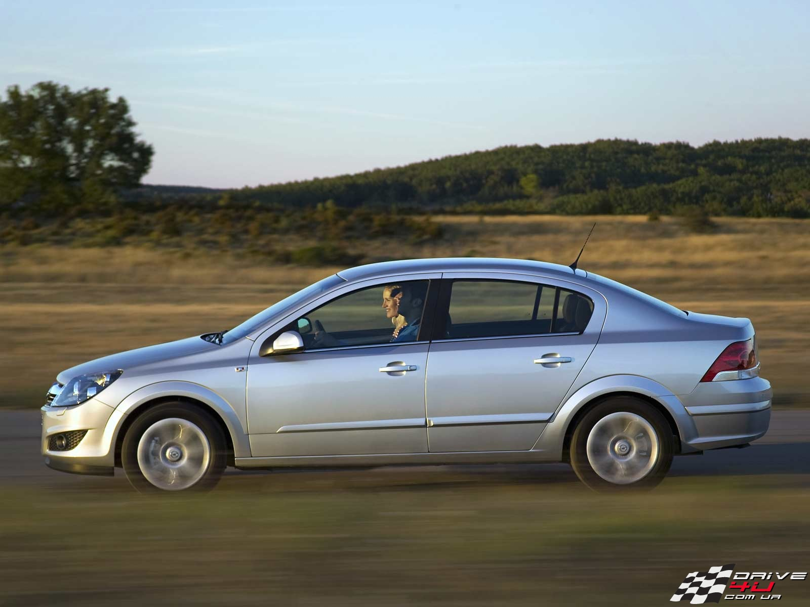 opel astra h sedan photos news reviews specs car listings. Black Bedroom Furniture Sets. Home Design Ideas