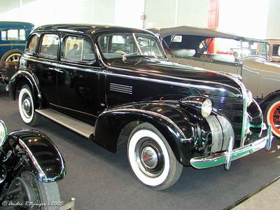 Pontiac Deluxe 4-door Sedan