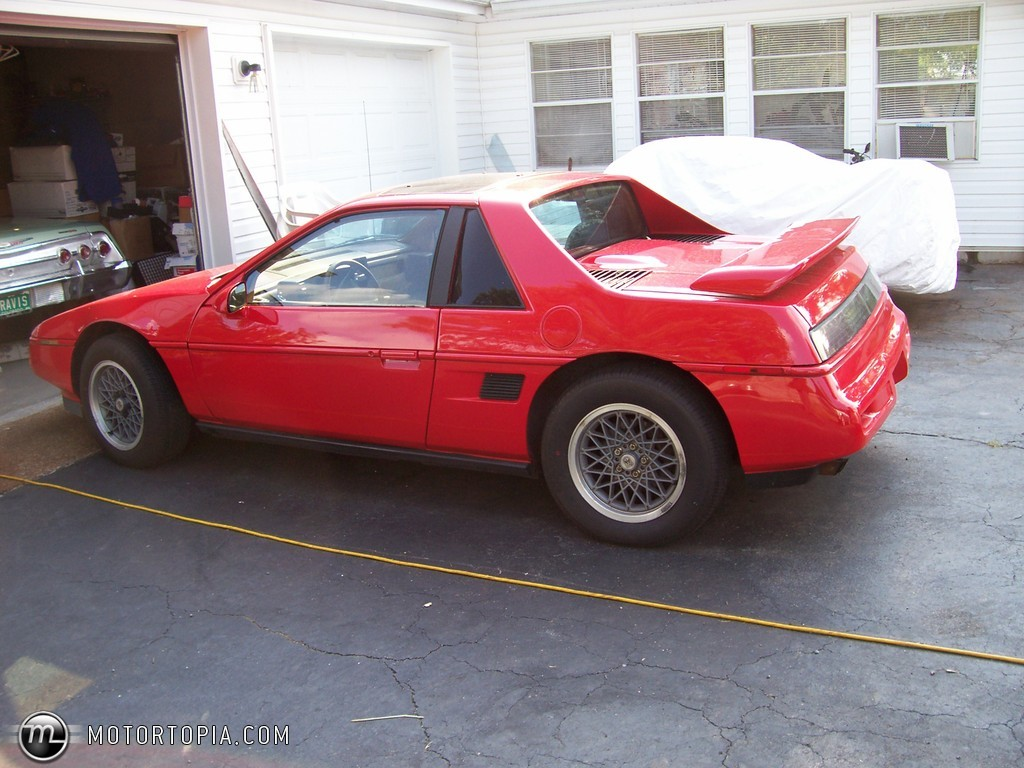 pontiac fiero se v6 photos news reviews specs car listings. Black Bedroom Furniture Sets. Home Design Ideas