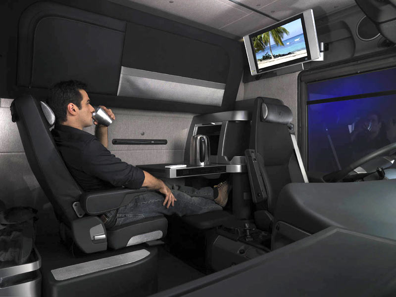 Renault magnum photos news reviews specs car listings for Camion americain interieur