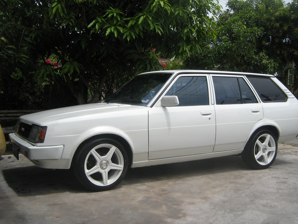 Toyota Corona 18 Dx Wagon Photos Reviews News Specs Buy Car