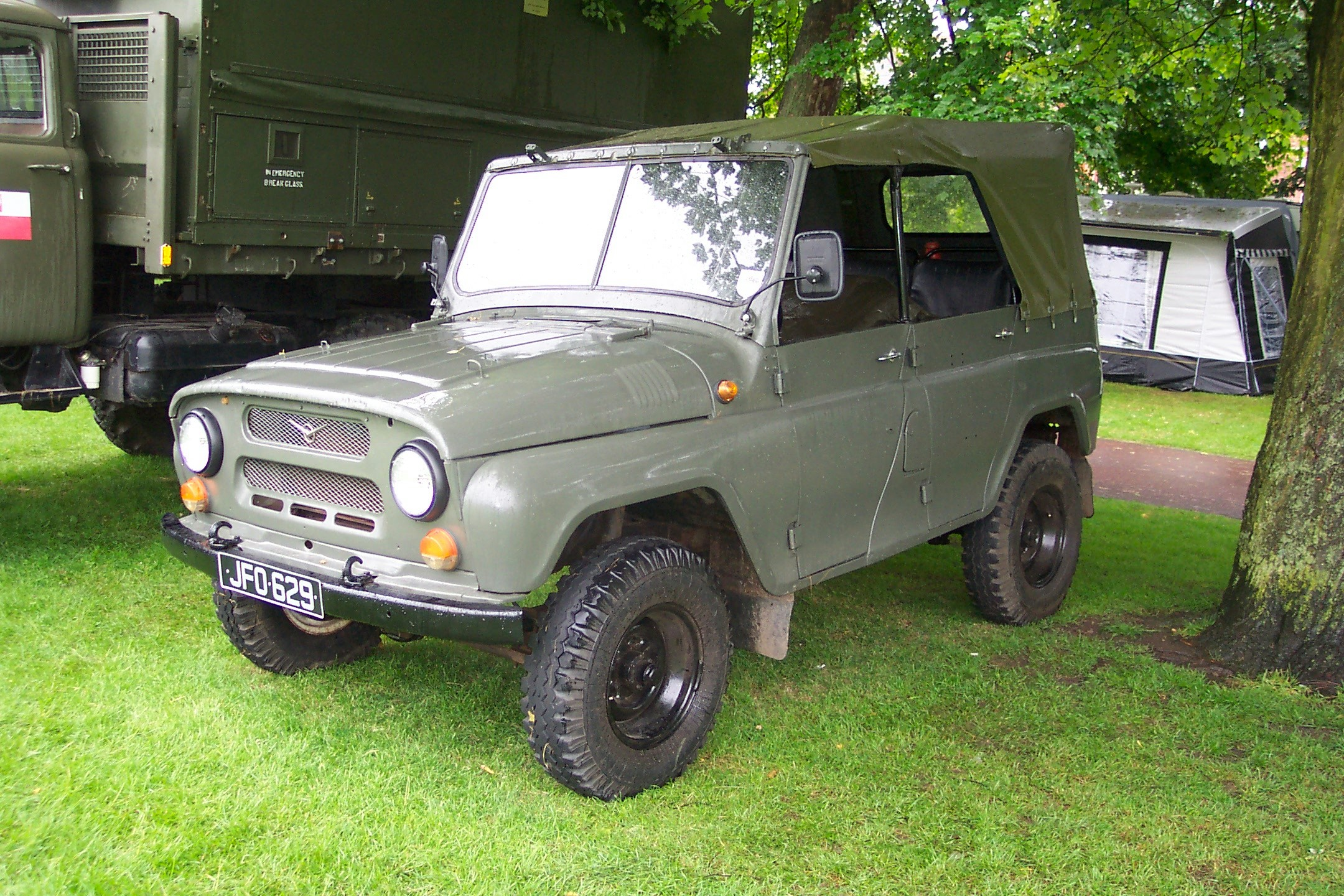 uaz uaz 469 photos news reviews specs car listings. Black Bedroom Furniture Sets. Home Design Ideas