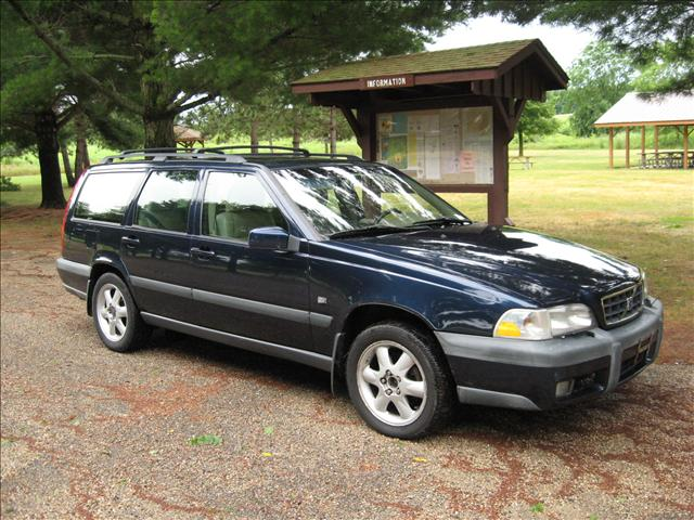 volvo v70 xc 24 cross country photos news reviews specs car listings. Black Bedroom Furniture Sets. Home Design Ideas
