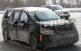 2017 Chrysler Town & Country Spied Again